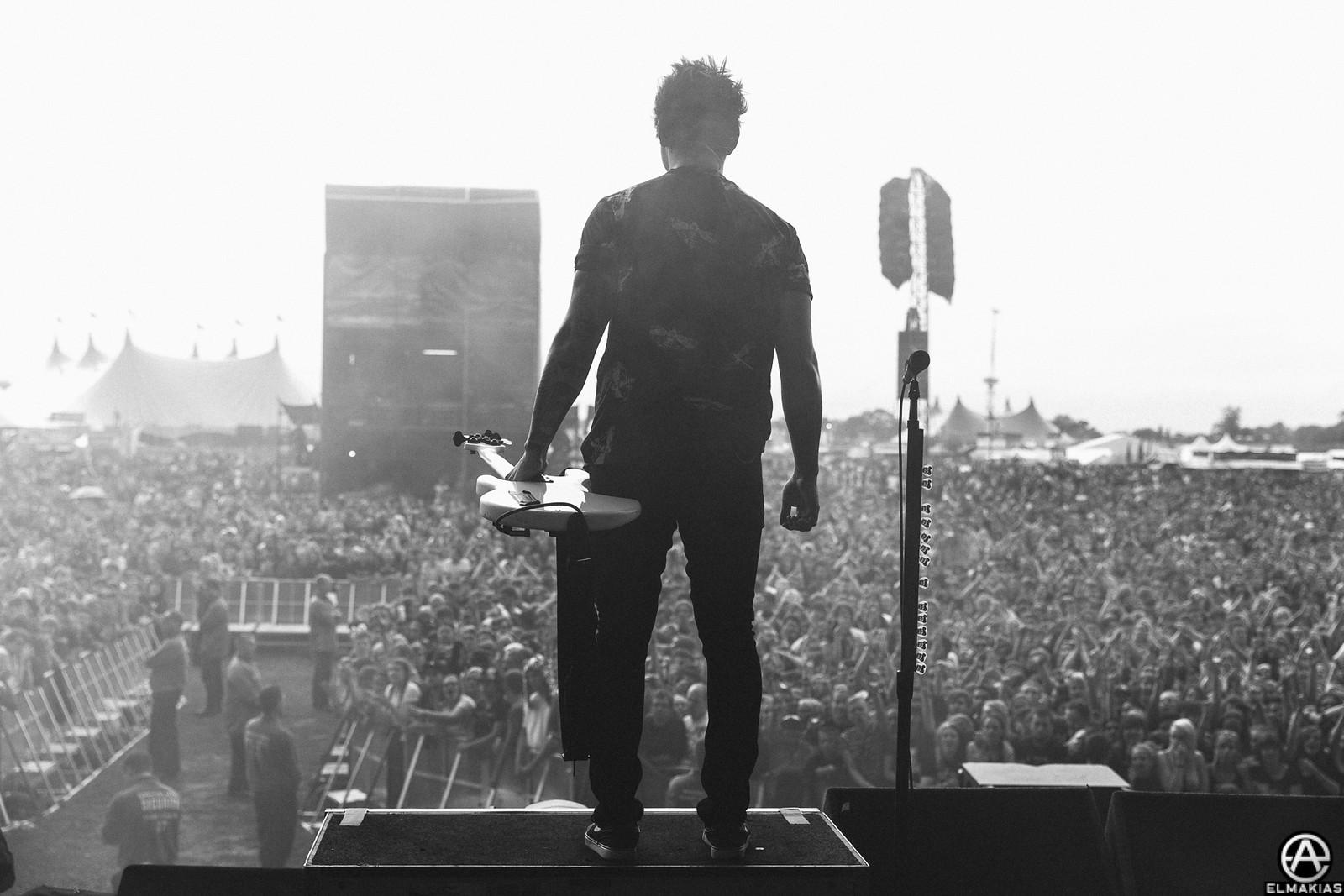Jaime Preciado of Pierce The Veil live at Reading Festival 2015 by Adam Elmakias