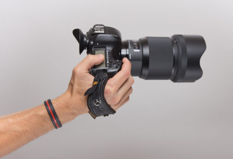 Spider hand strap helps spread the camera weight out